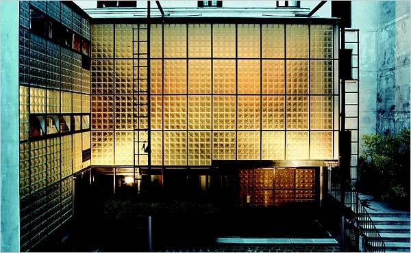 Maison de verre front view