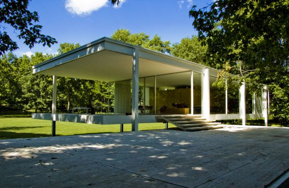 Imgae from Farnsworth House from an angle