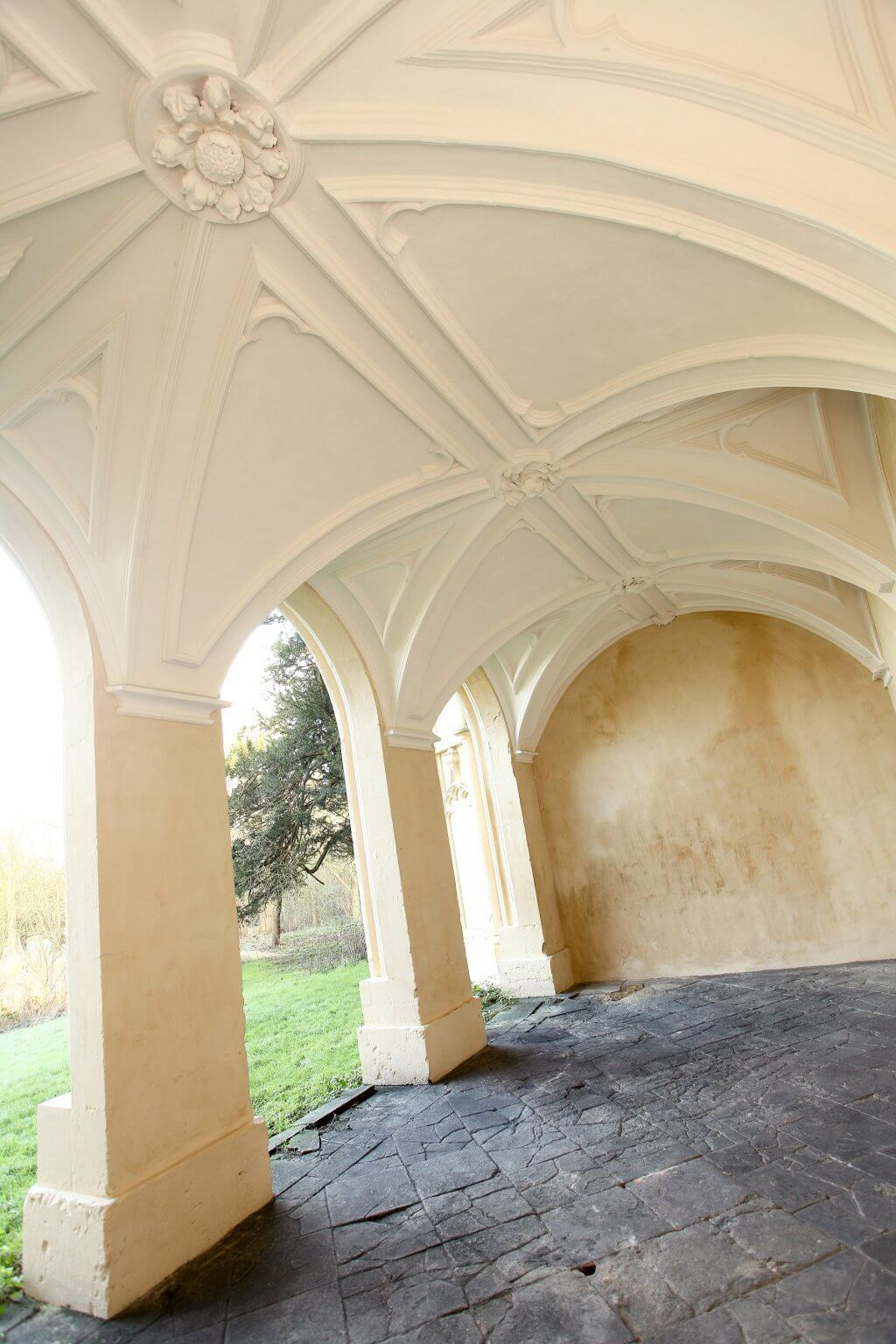 accoya- temple - ceiling-and-vaults