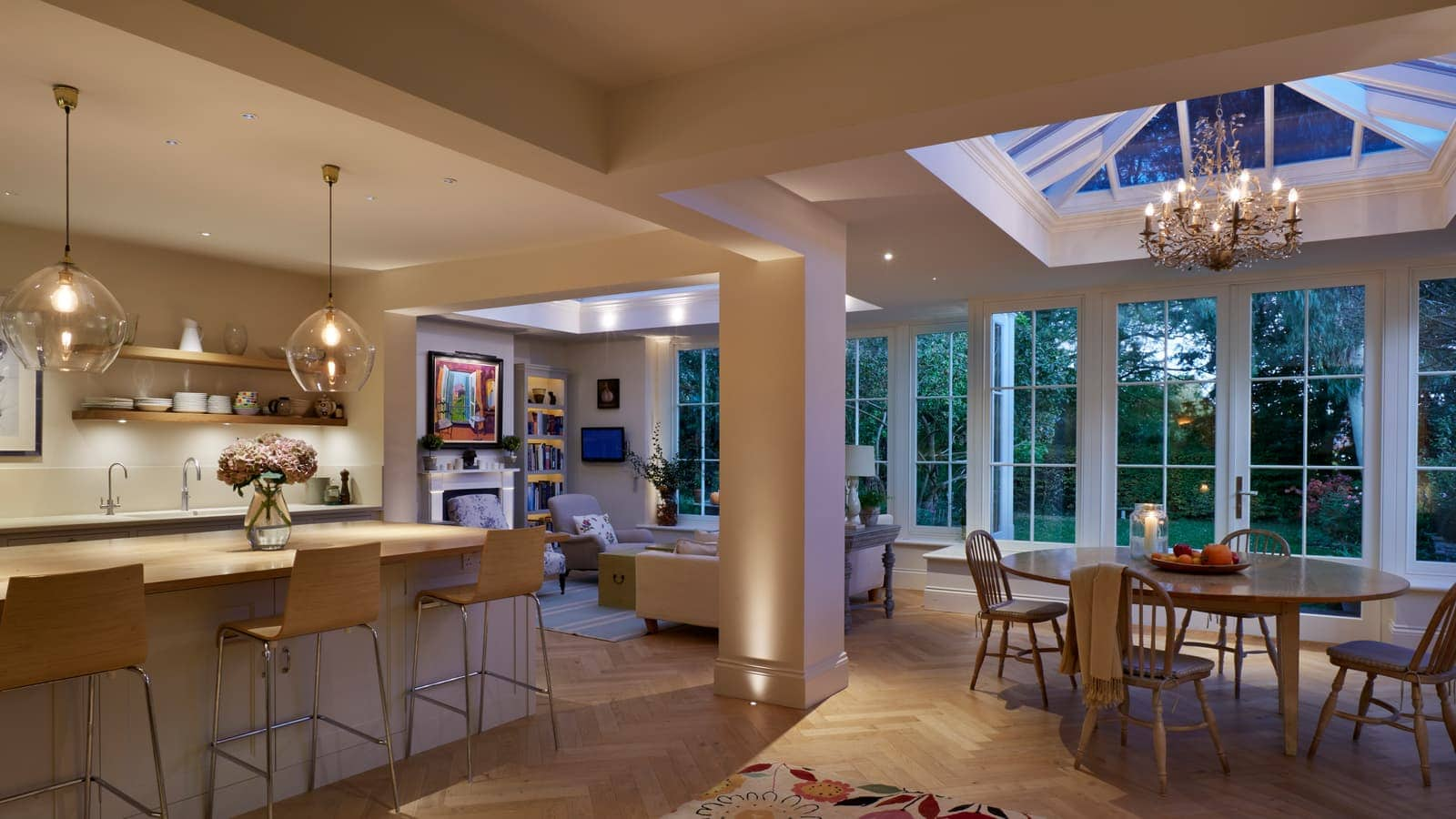 Incredible open plan space with kitchen and dining area