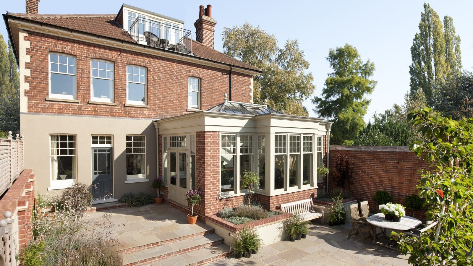 What is the difference between an orangery and a conservatory?